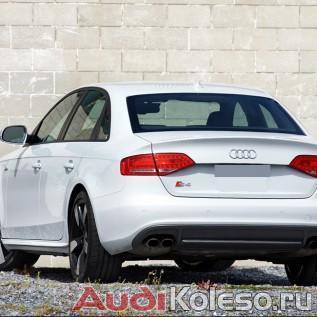 8K0071499H/B AX1 на белой Audi A4 8K вид сзади